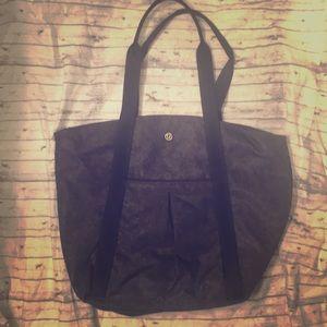 Lululemon Live Free Carry Zipper Tote Bag